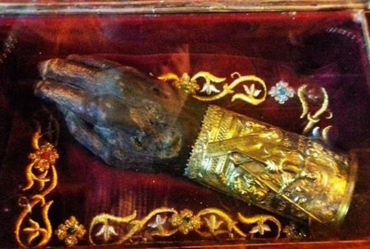 """Αποτέλεσμα εικόνας για ο άφθαρτο δεξί χέρι του Αγίου Γρηγορίου του Θεολόγου Αποθησαυρίζεται στον Ιερό Ναό του Αγίου Νικολάου """"Εις Κοπάνους"""" στα Γιάννενα."""