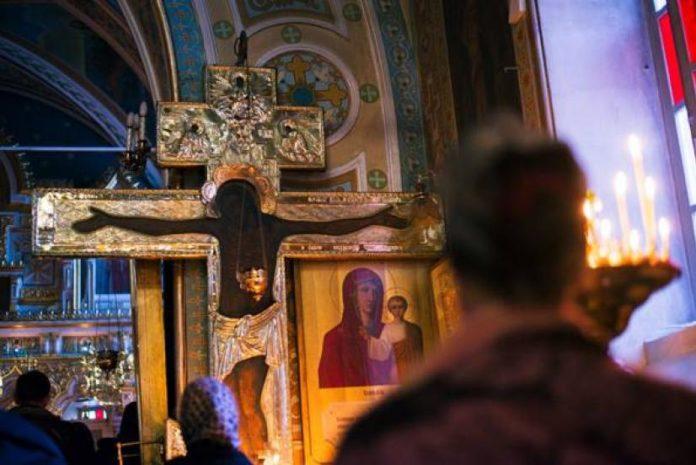 Όταν παρακαλούμε τον Θεό για τον διπλανό μας, γινόμαστε παγκόσμιοι | Ιερά  Μονοπάτια