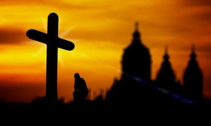 Ο άνθρωπος που προσεύχεται, η Χάρη του Θεού τον προστατεύει | Ιερά Μονοπάτια